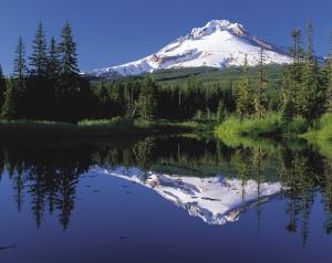Mount_Hood_reflected_in_Mirror_Lake,_Oregon